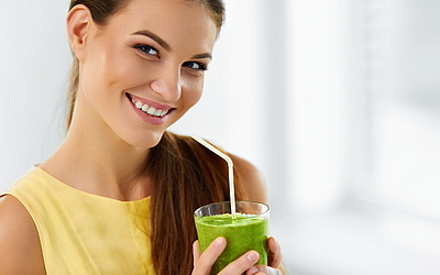 Прием пищи через соломинку - Стоматология «Линия Улыбки»