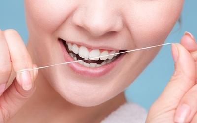 Пользуйтесь зубной нитью - Стоматология «Линия Улыбки»