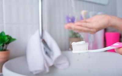 Правила ухода за искусственными зубами - Стоматология Линия Улыбки