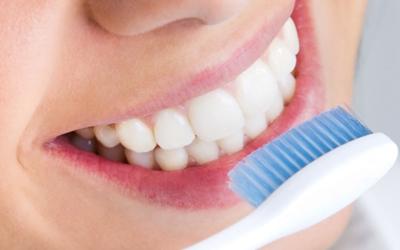 Чистить зубы - Стоматология Линия Улыбки