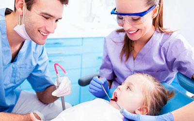 Что делать если молочный зуб не выпал, а коренной растет - Стоматология «Линия Улыбки»