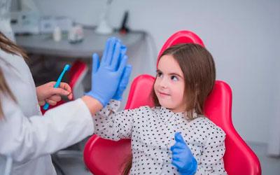 Осмотр у стоматолога - Стоматология Линия Улыбки
