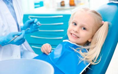 Ребенок у стоматолога на приеме - Стоматология «Линия Улыбки»
