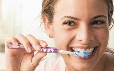Чистить зубы дважды в день - Стоматология «Линия Улыбки»