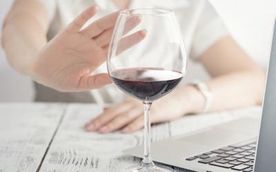 Отказаться от употребления алкоголя - Стоматология «Линия Улыбки»